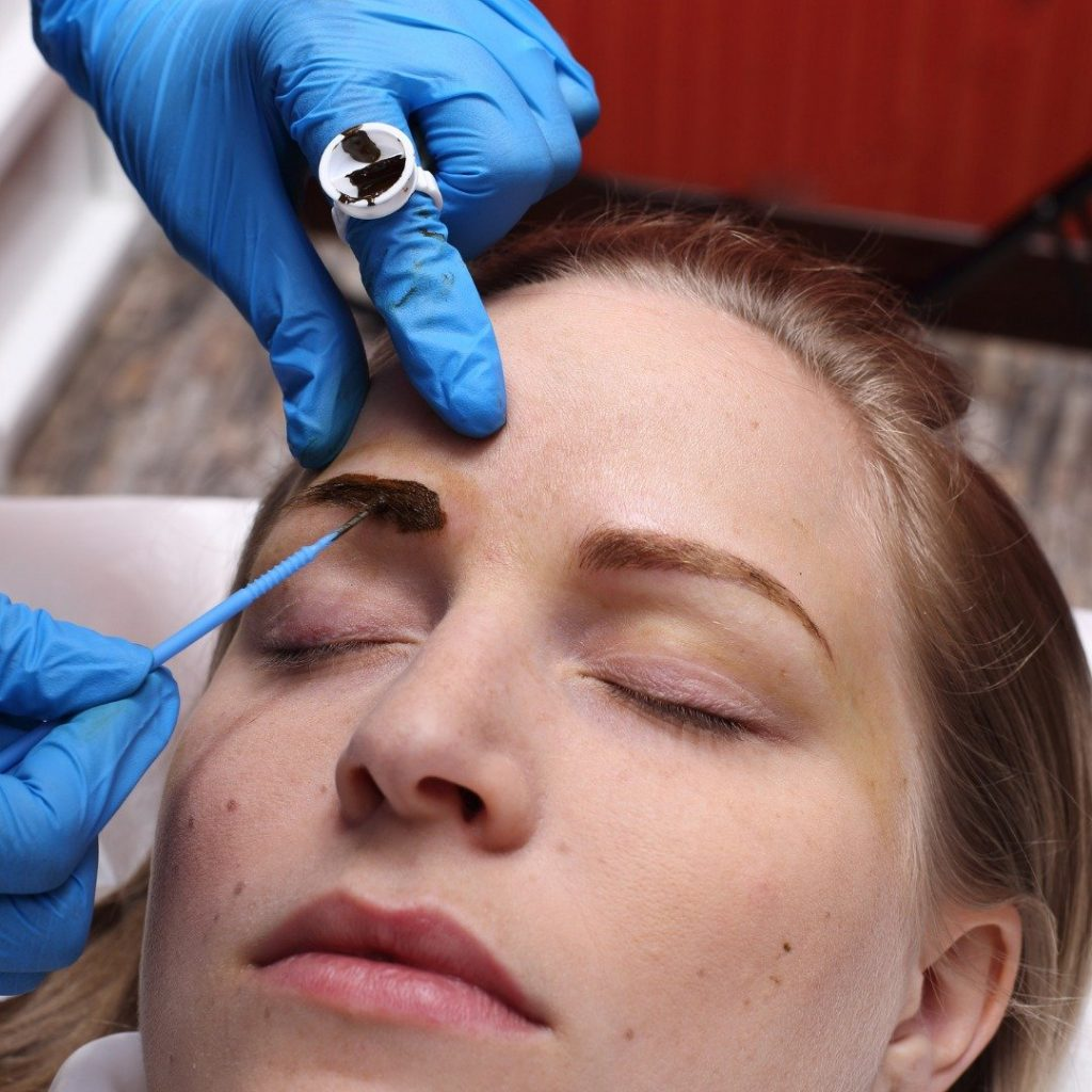 Tattoo brows and microblading